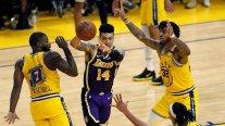 Los Angeles Lakers dio una exhibición ante un diezmado Golden State Warriors