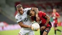 Un deslucido Colo Colo cosechó una derrota ante Atlético Paranaense y se complicó en la Libertadores