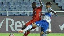 Colo Colo y Universidad Católica afrontan duros desafíos como visita en la Copa Libertadores