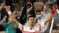 Djokovic destronó en un increíble partido a Nadal y se citó con Tsitsipas para la final de Roland Garros