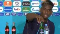 Paul Pogba emuló a Cristiano y sacó una cerveza de la conferencia de prensa
