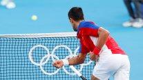Tiró una raqueta a las gradas y destrozó otra: El descontrol de Djokovic al perder el bronce en Tokio