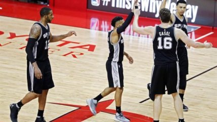 San Antonio Spurs liquidó a domicilio a Houston Rockets