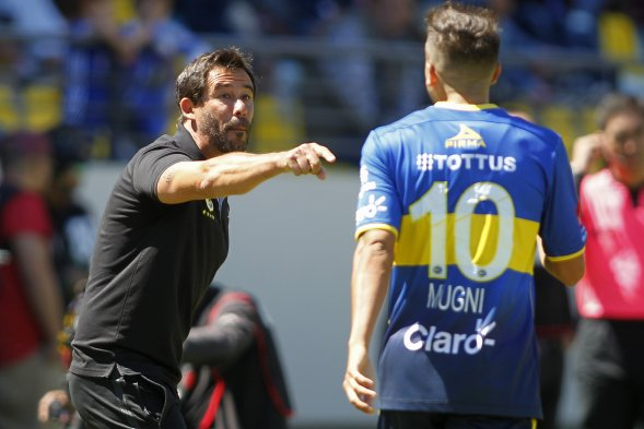 Universidad de Chile derrotó por 1-0 a Everton en la sexta fecha del Campeonato Nacional gracias a un gol Lorenzo Reyes a los 90 minutos. Los azules, con 15 puntos, son líderes del torneo junto a Universidad Católica.