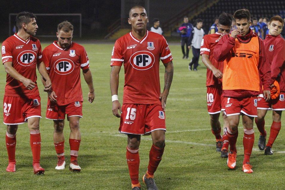 Huachipato derrotó por 2-0 a Unión La Calera en el cierre de la sexta fecha del Campeonato Nacional y escaló al tercer lugar de la clasificación En los goles aparecieron el panameño Gabriel Torres, que suma seis conquistas en el torneo, y el juvenil Javier Urzúa.