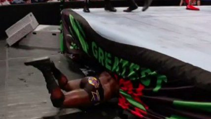 "Greatest Royal Rumble: El gracioso ""fail"" de Titus O'Neil en evento de WWE que se volvió viral"
