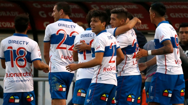 La Universidad Católica se mantiene líder en el torneo del fútbol chileno