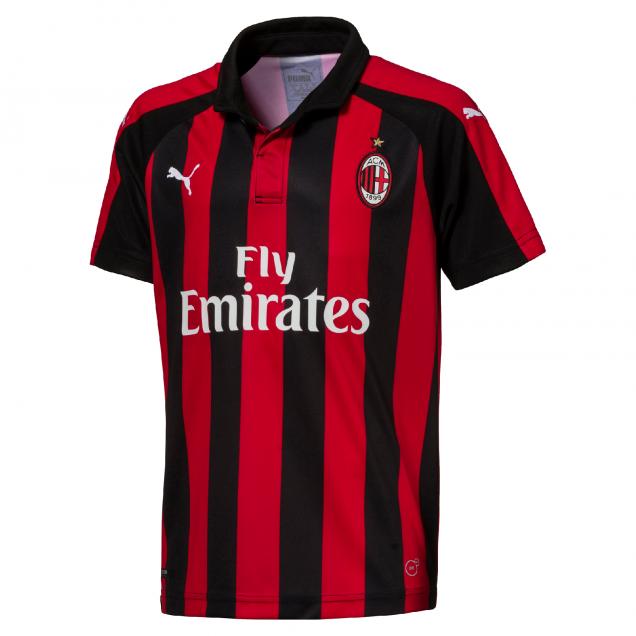 Fotos  Puma dio a conocer el diseño de la nueva camiseta de AC Milan ... d52fbc7437a63