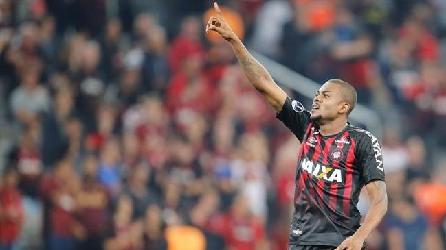 Foto  EFE Atlético Paranaense doblegó a Peñarol y se acercó a octavos en la  Copa Sudamericana 320ba8b76c14a