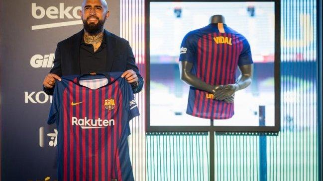62bf8a3691dbd ¿Ya tiene número  Vidal y su hijo dieron luces de la camiseta que usará