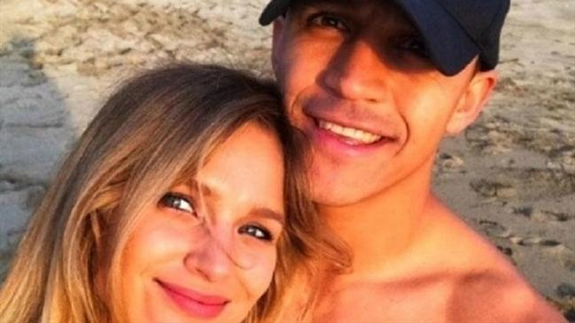 Alexis Sánchez y Mayte Rodríguez confirmar término de su relación amorosa