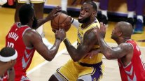 Houston Rockets y James Harden opacaron el estreno de LeBron en Los Angeles