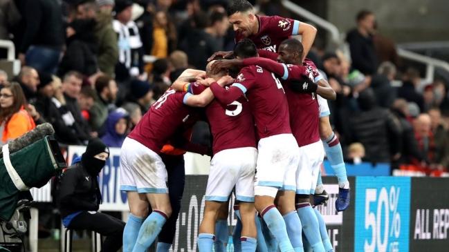Con doblete de ''Chicharito'', West Ham vence al Newcastle
