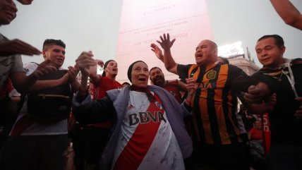 Los hinchas de River Plate desataron los festejos en el Obelisco de Buenos Aires