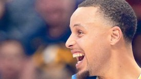 Stephen Curry y Klay Thompson dirigieron impresionante marca de 51 puntos de los Warriors