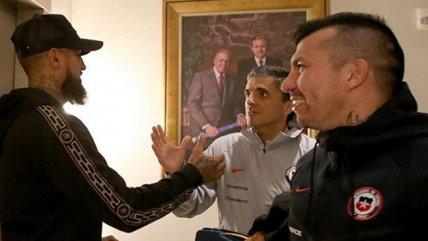 ¡La recepción al Rey! Vidal llegó a San Diego y se completó el plantel de la Roja