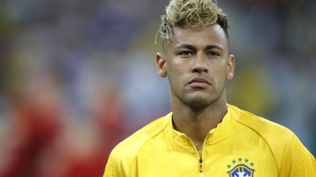 Piden retirar la capitanía a Neymar