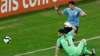 ¿Mano de Arias? El insólito reclamo de Luis Suárez contra el arquero de la Roja