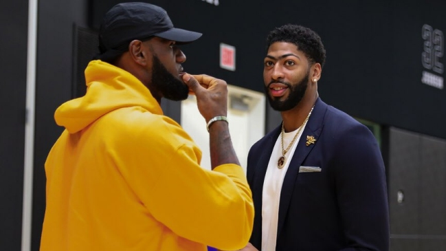 Anthony Davis fue presentado en Los Angeles Lakers con presencia de LeBron James