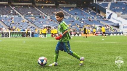 Niño que padece leucemia conmovió al participar en un amistoso ante Borussia Dortmund
