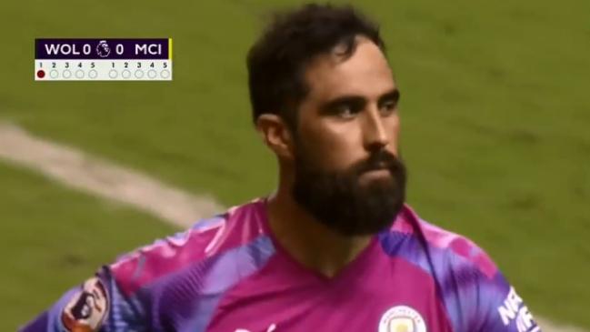 Claudio Bravo atajó un penal en definición entre Manchester City y
