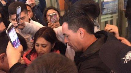Colo Colo y Paredes provocaron furor en su arribo a la Región del Bío Bío para enfrentar a U. de Concepción
