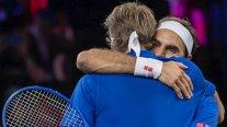 Federer y Zverev vencieron en el dobles a Sock y Shapovalov y Europa cerró la jornada con ventaja