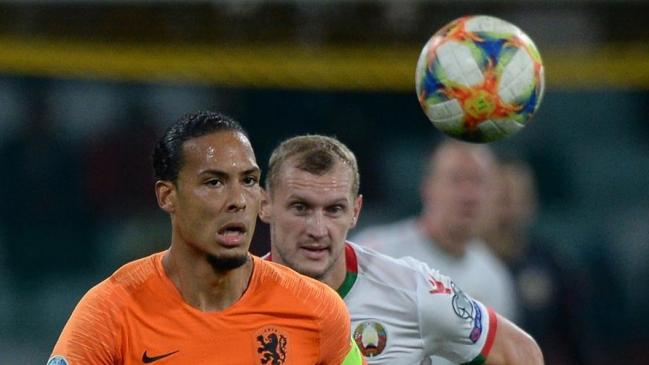 Holanda batió a Bielorrusia y mantuvo el liderato de su grupo en las clasificatorias de la Eurocopa