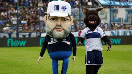 Corpóreo de Maradona fue furor en la previa al partido de Gimnasia