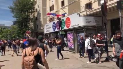 Barristas de Universidad de Chile llegaron a Plaza Italia para sumarse a las protestas