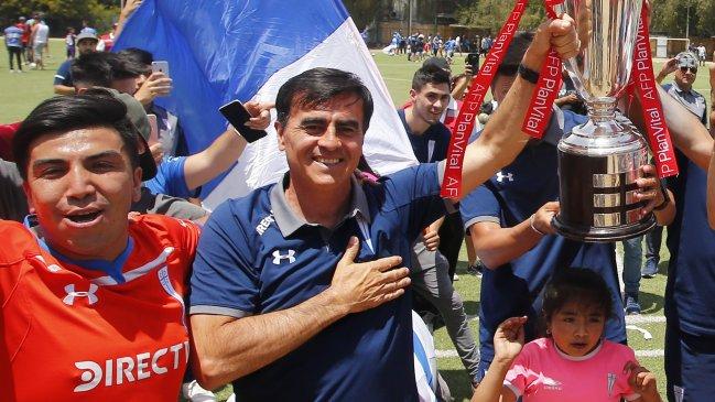Universidad Católica confirma la salida de Gustavo Quinteros: Parte a México