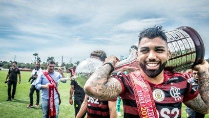 Flamengo tuvo sesión de fotos oficial con trofeos de la Libertadores y el Brasileirao