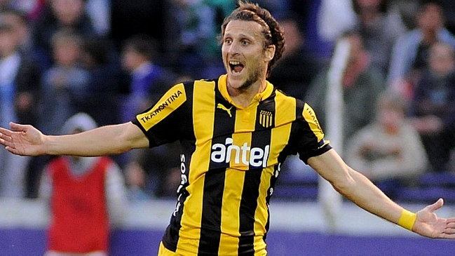 Diego Forlán is very close to becoming Peñarol's technical director