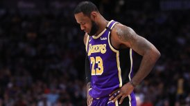 LeBron James se inscribió con un triple-doble en la victoria de Los Angeles Lakers