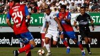 Colo Colo enfrenta a Universidad Católica en un nuevo clásico en el Estadio Monumental