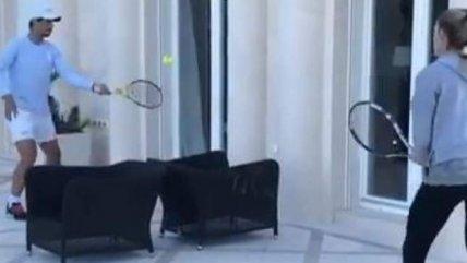 ¿Quién ganó? Rafael Nadal se enfrentó en un improvisado duelo a su hermana en la cuarentena