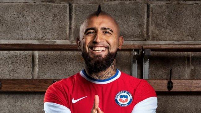 Arturo Vidal dio a conocer la nueva camiseta de la selección chilena