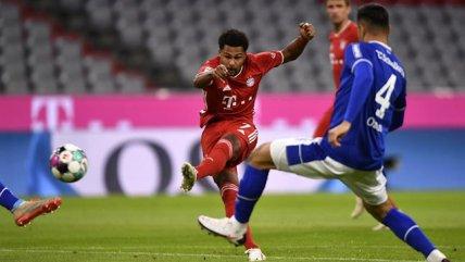 """Serge Gnabry brilló con un """"hat-trick"""" en la escandalosa goleada del Bayern sobre Schalke"""