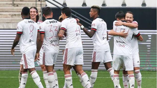 Flamengo golea a Corinthians y se hace líder