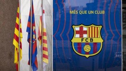 FC Barcelona homenajeó a Maradona con las banderas del Camp Nou a media asta