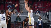 Stephen Curry volvió a brillar en triunfo de Golden State Warriors sobre Cleveland Cavaliers en la NBA