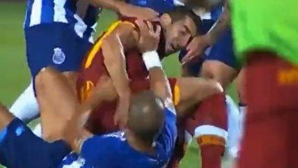 ¿Amistoso? Pepe generó trifulca por dura entrada contra Mkhitaryan en duelo de Porto y AS Roma