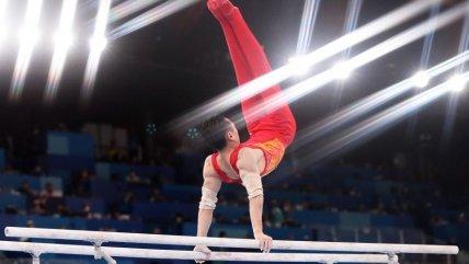 El gimnasta chino Jingyuan Zou ganó el oro en la final de barras paralelas en Tokio 2020