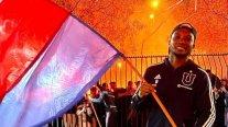 Universidad de Chile recibió arengazo nocturno en la antesala al Superclásico